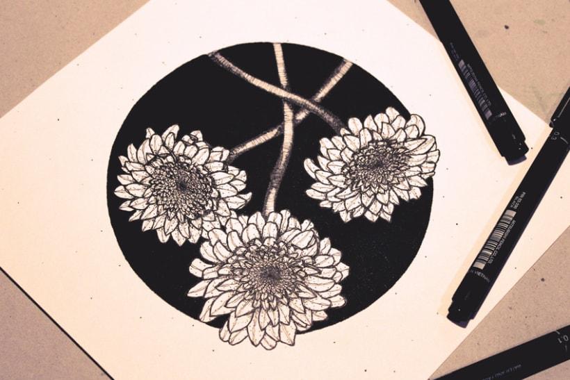 Flores en círculo negro 1