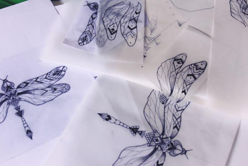 Diseño de mi propio tatuaje: libélula modernista 1