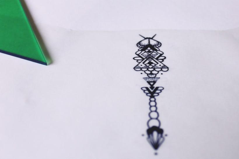 Diseño de mi propio tatuaje: libélula modernista 3