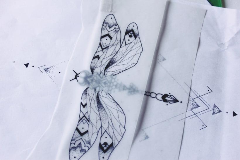 Diseño de mi propio tatuaje: libélula modernista 6