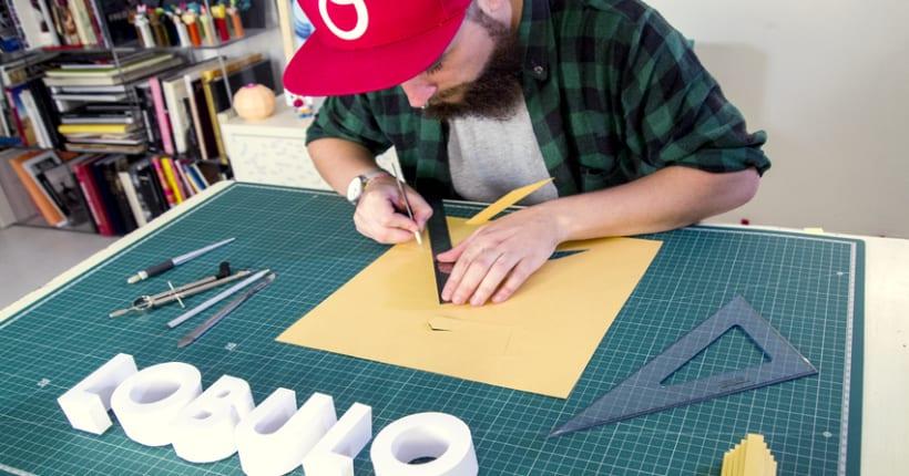 Crea un signage tridimensional con letras de papel con Lobulo 1