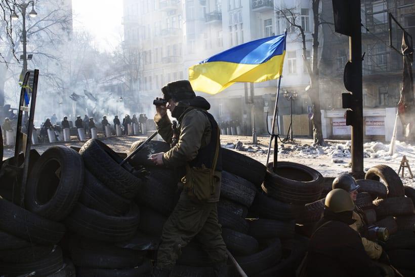 between barricades in kiev, Ukraine 0