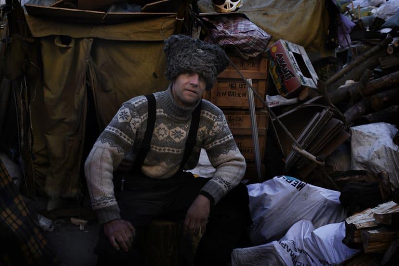 between barricades in kiev, Ukraine 2