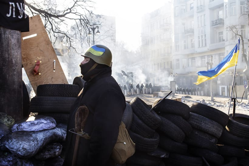 between barricades in kiev, Ukraine 3