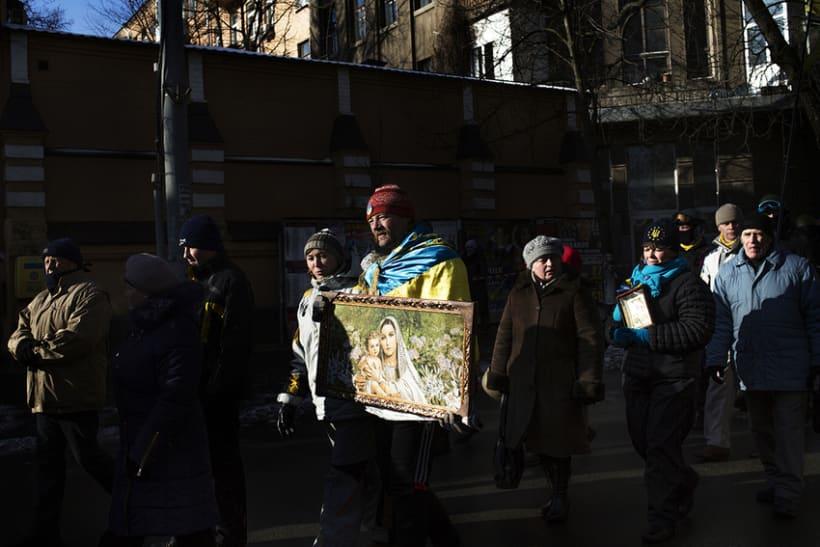 between barricades in kiev, Ukraine 4