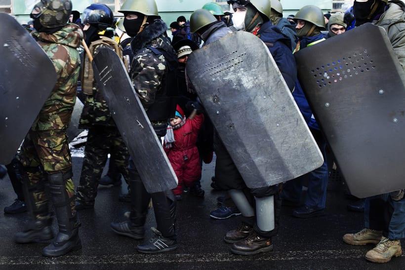 between barricades in kiev, Ukraine 5