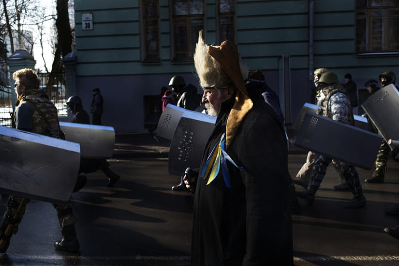 between barricades in kiev, Ukraine 6