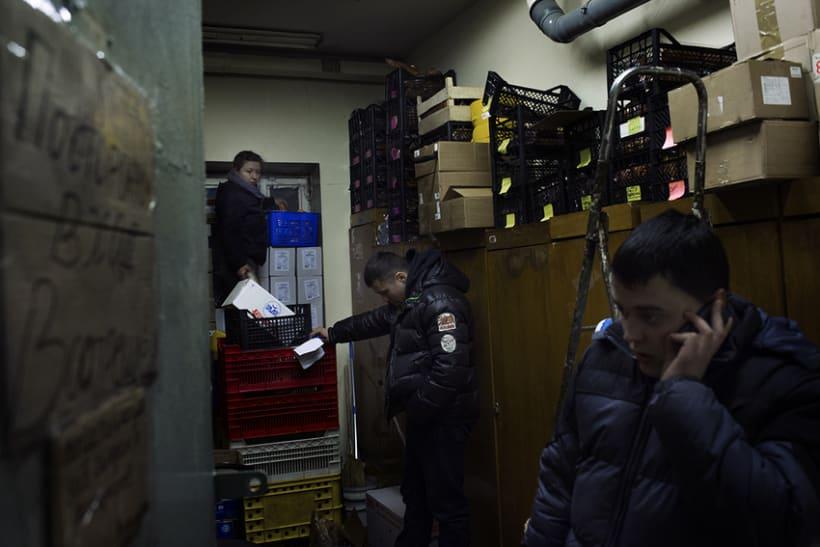 between barricades in kiev, Ukraine 11