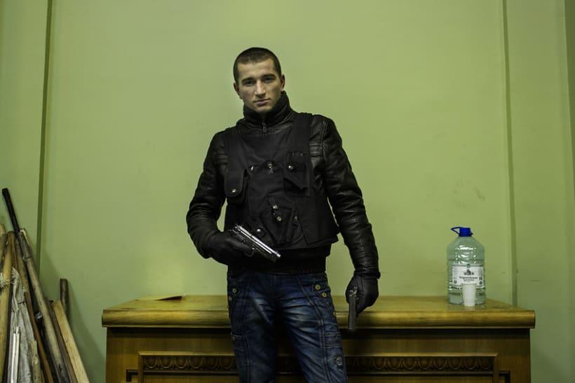 between barricades in kiev, Ukraine 18