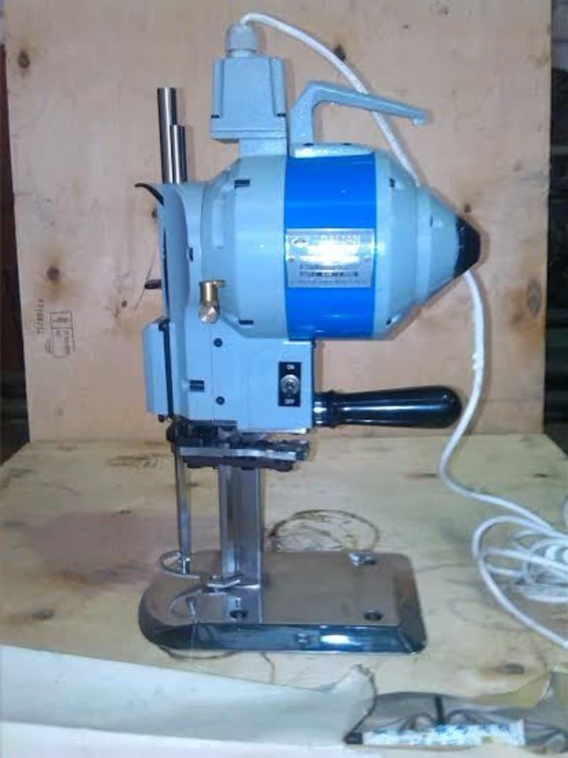 Tengo a la venta dos máquinas de corte textil industriales 1