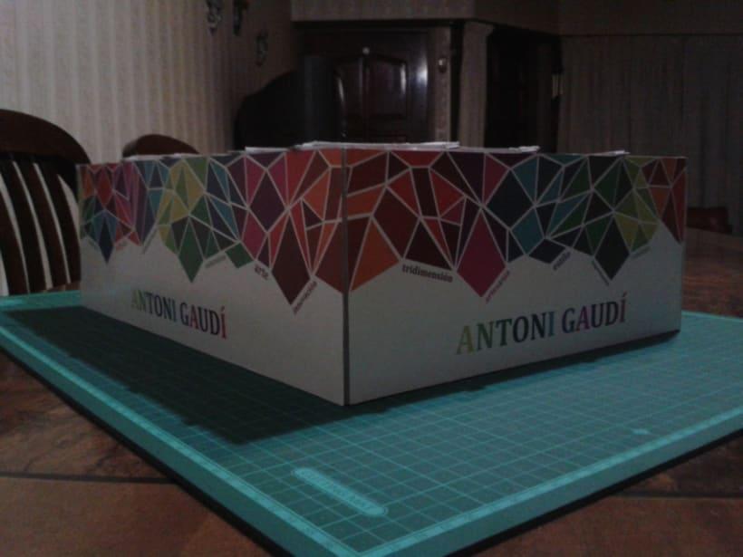 Stand tridimencional - Antoni Gaudí 2