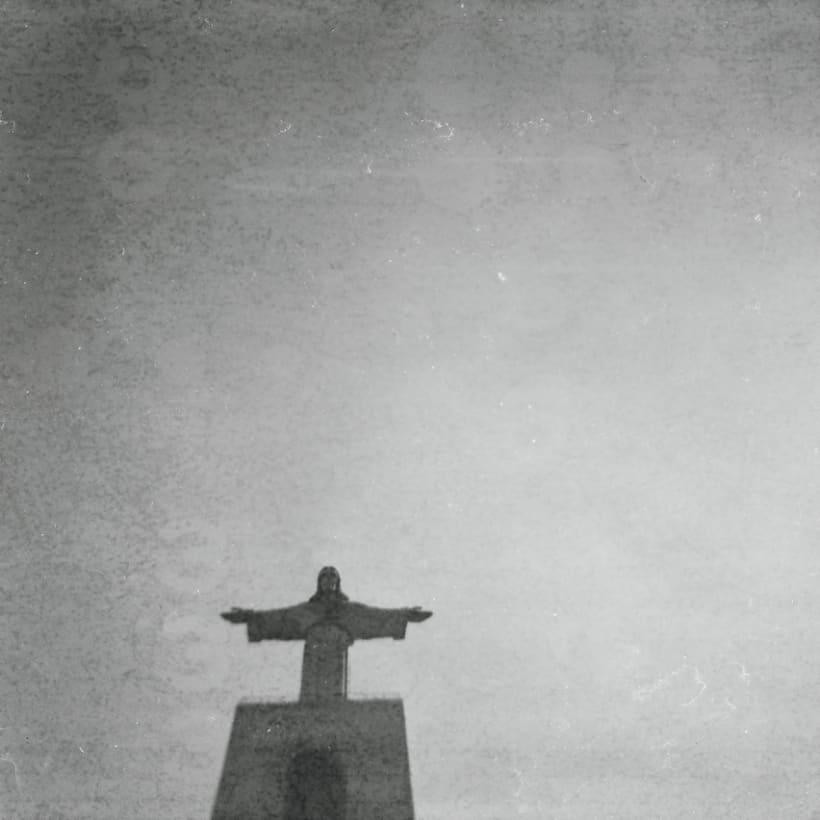 Lisbon B&W (Holga - Lomography) 3