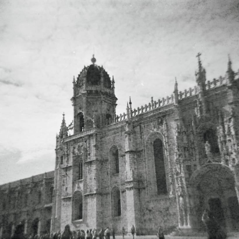 Lisbon B&W (Holga - Lomography) 5