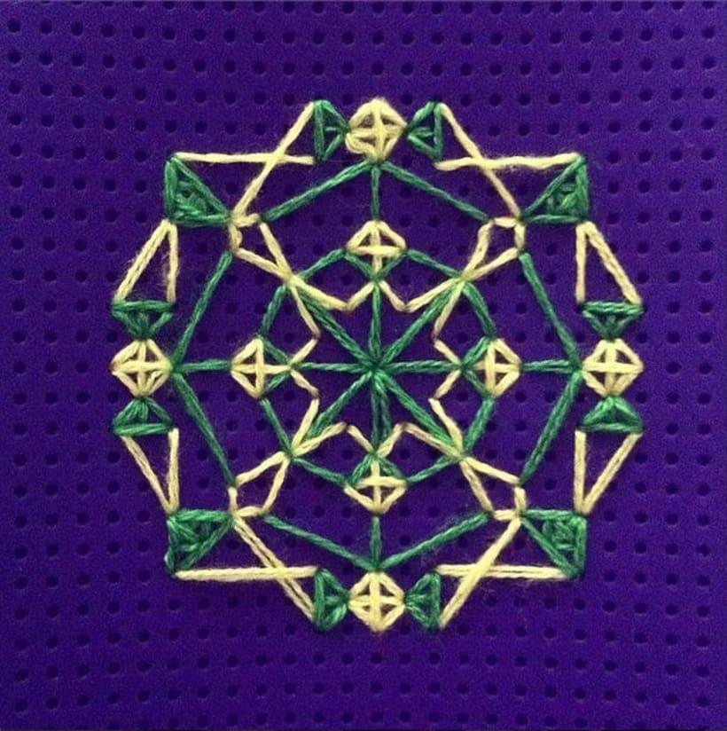 Carcasa con decoración cosida a mano 1