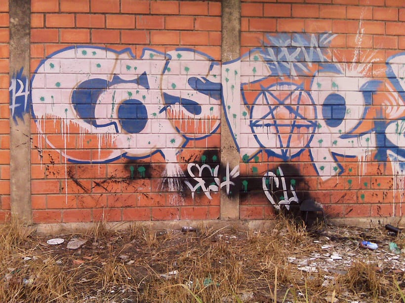 GRAFFITIS DE AYER Y HOY!!  11
