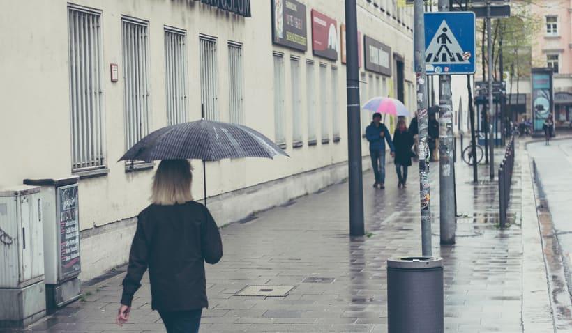 Bajo la lluvia 0