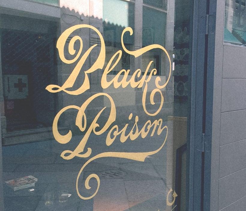Black Poison. Rotulación de cristal a mano. 11