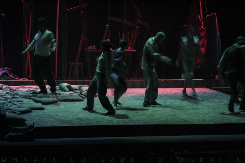 Perros en Danza (diseño de escenografía, iluminación y fotos) 0