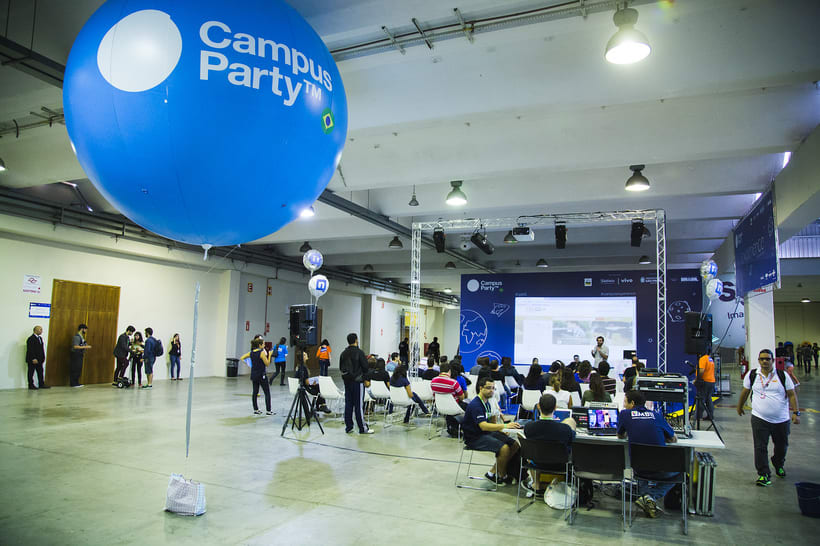 De la Tierra a la Luna · Campus Party 16