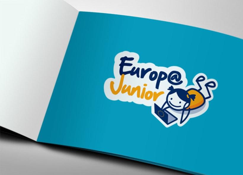 Europa Junior es una asociación europea sin ánimo de lucro cuyo objetivo principal es informar a niños y jóvenes sobre la Unión Europea a través de recursos educativos. -1