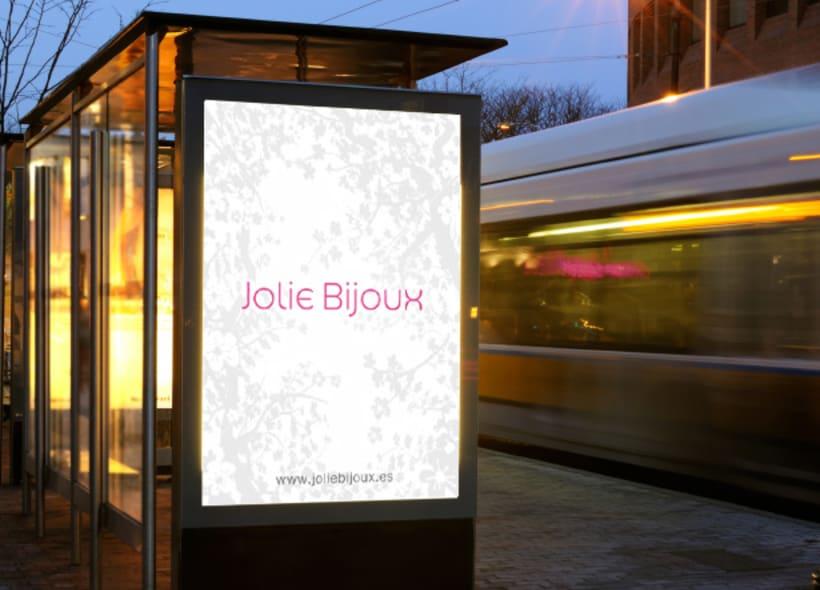 Jolie Bijoux es el nombre de una tienda especializada en bisutería, accesorios y complementos de alto diseño y calidad situada en el ensanche de Barcelona. -1