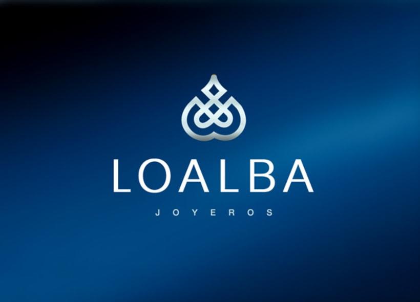 """Loalba es una joyería y relojería ubicada en el centro de Granada. El establecimiento vende también cristalería, pequeñas esculturas y piezas de cerámica como la famosa """"Sargadelos"""". -1"""