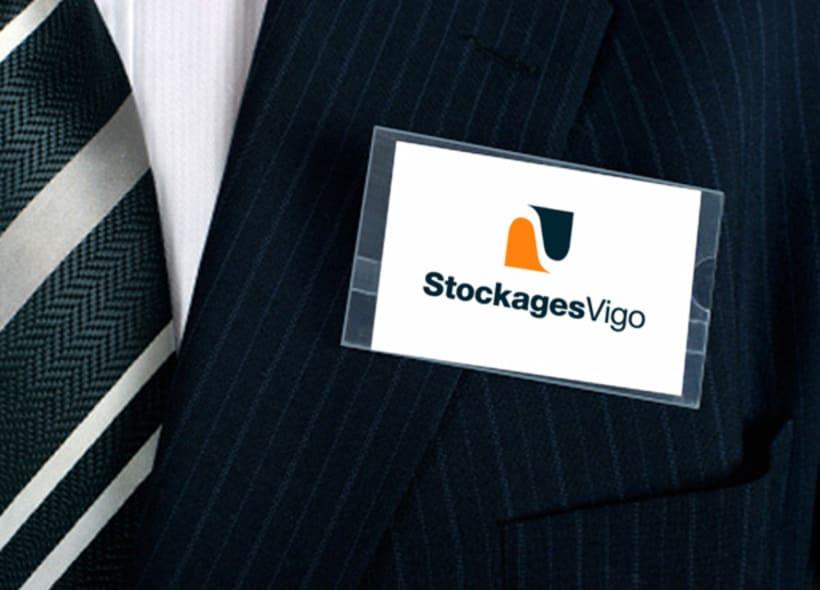Logotipo para Stockages Vigo, una empresa que realiza servicios de almacenamiento, logística, montajes y gestión de calidad. -1