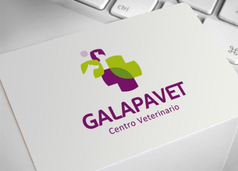 Galapavet es un centro veterinario ubicado en Galapagar (Madrid). Sobre dos de las figuras que forman la cruz se ha colocado la silueta de un perro y un gato de forma elegante, para representar las dos especializaciones del centro. -1