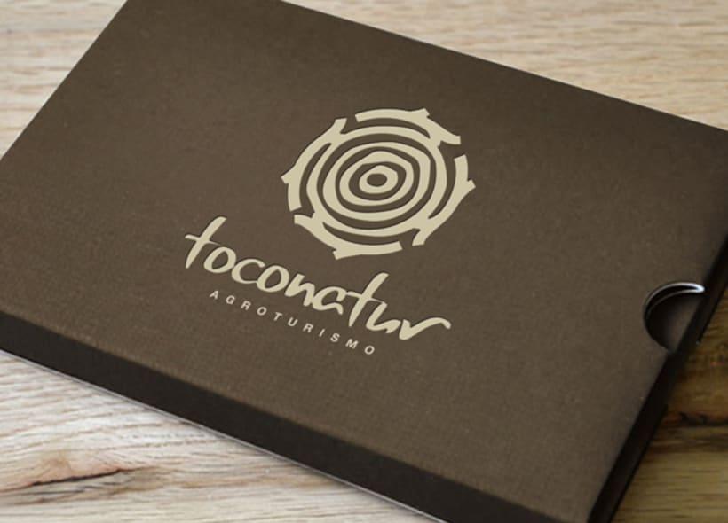 Diseño de logotipo para Toconatur, una cooperativa de agroturismo ubicada al norte de Granada, dónde aparte de ofrecer descanso en plena naturaleza, se pueden realizar diferentes actividades agrícolas. -1