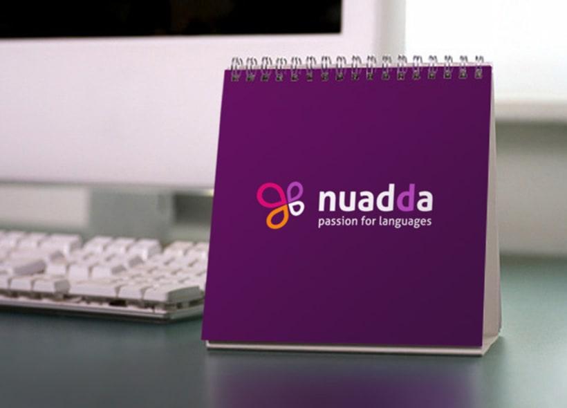 Nuadda ofrece servicios de traducción, interpretación y enseñanza de idiomas. El icono se basa en un trébol formado por 4 hojas, que simbolizan cuatro espacios de texto. -1