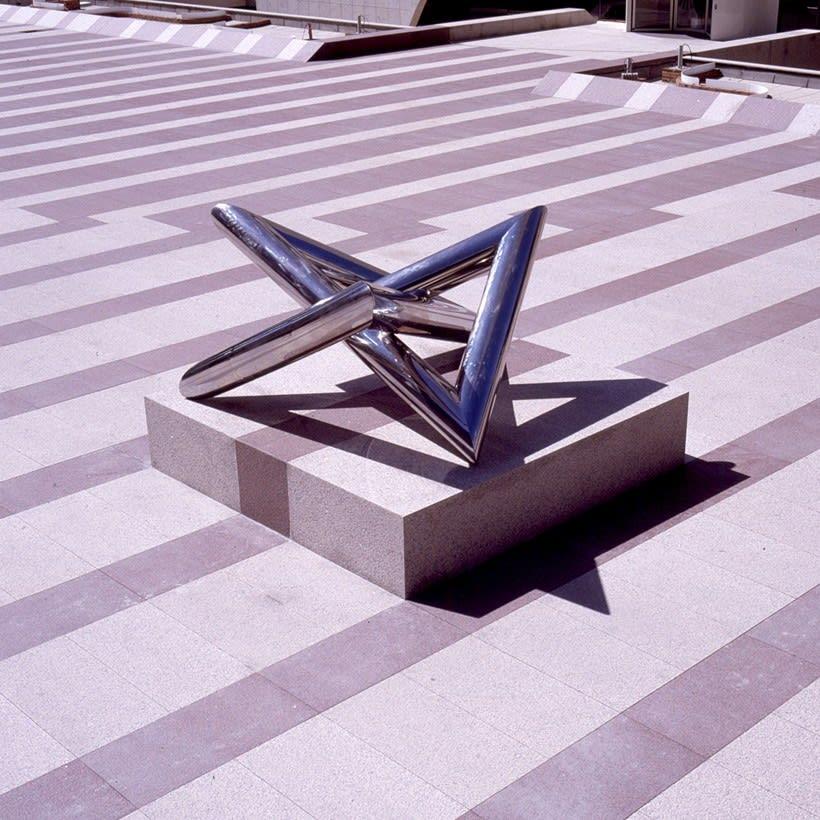 Esculturas corporativas: identidad tridimensional 36
