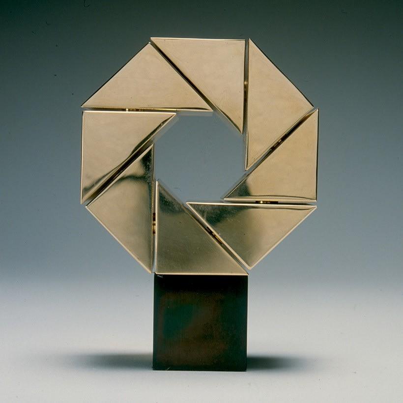 Esculturas corporativas: identidad tridimensional 42