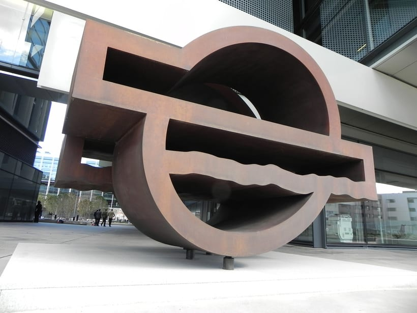 Esculturas corporativas: identidad tridimensional 52