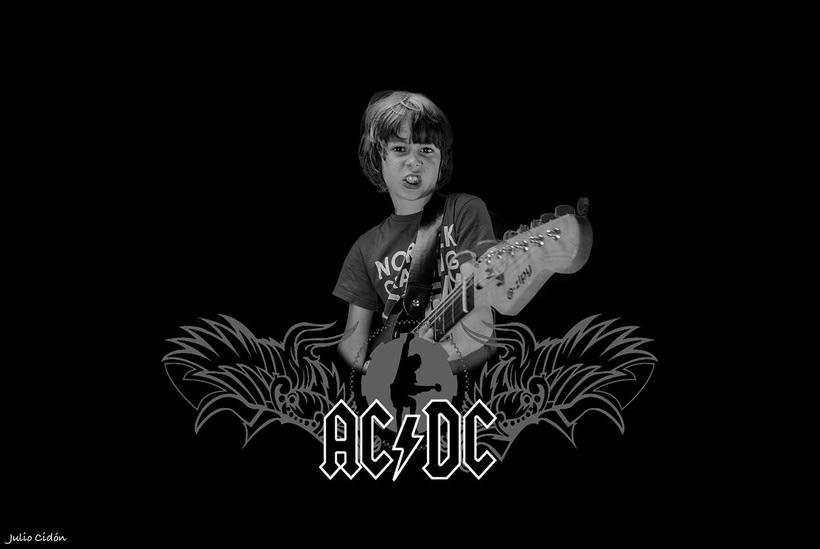Zacary AC/DC 0