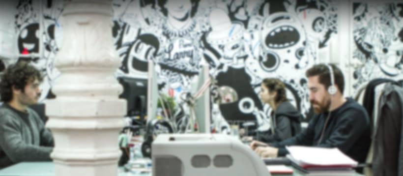 Alquiler de puesto de trabajo para diseñador, programador, ilustrador...en estudio compartido (coworking). Chamberí, Madrid centro. 1