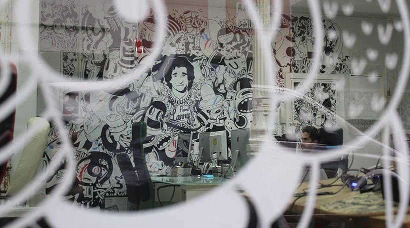 Alquiler de puesto de trabajo para diseñador, programador, ilustrador...en estudio compartido (coworking). Chamberí, Madrid centro. 2