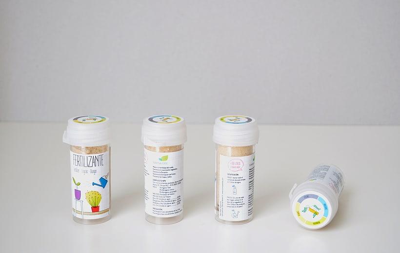 Logotipo, etiquetas y expositor para fertilizante 8
