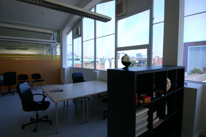 [mesa con vista] Grande Mesa disponible en Agencia Digital (Barcelona, 22@) 0