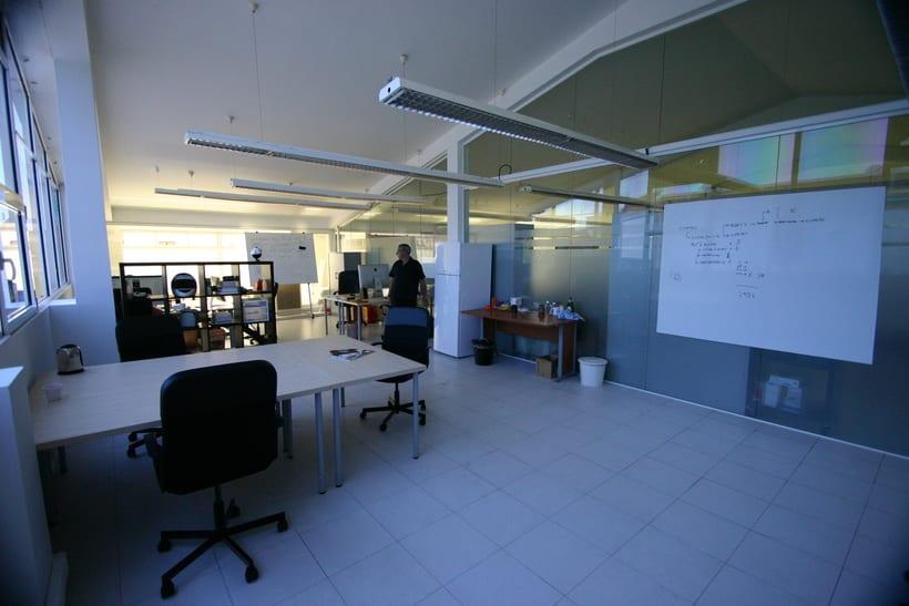 [mesa con vista] Grande Mesa disponible en Agencia Digital (Barcelona, 22@) 3