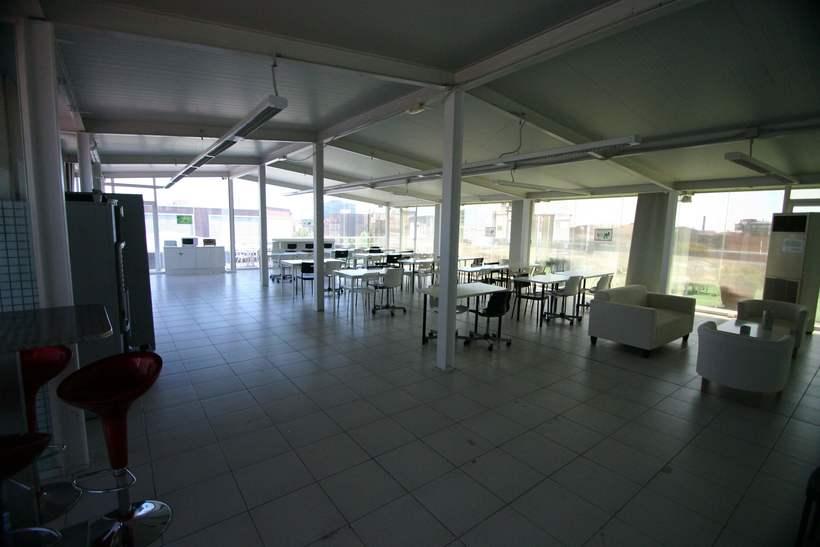 [mesa con vista] Grande Mesa disponible en Agencia Digital (Barcelona, 22@) 5