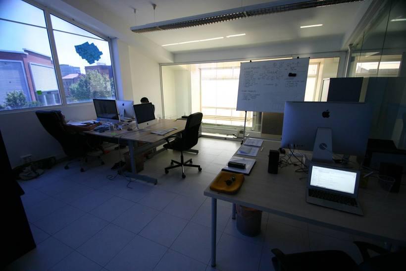 [mesa con vista] Grande Mesa disponible en Agencia Digital (Barcelona, 22@) 2
