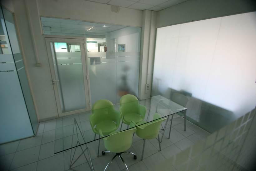 [mesa con vista] Grande Mesa disponible en Agencia Digital (Barcelona, 22@) 6