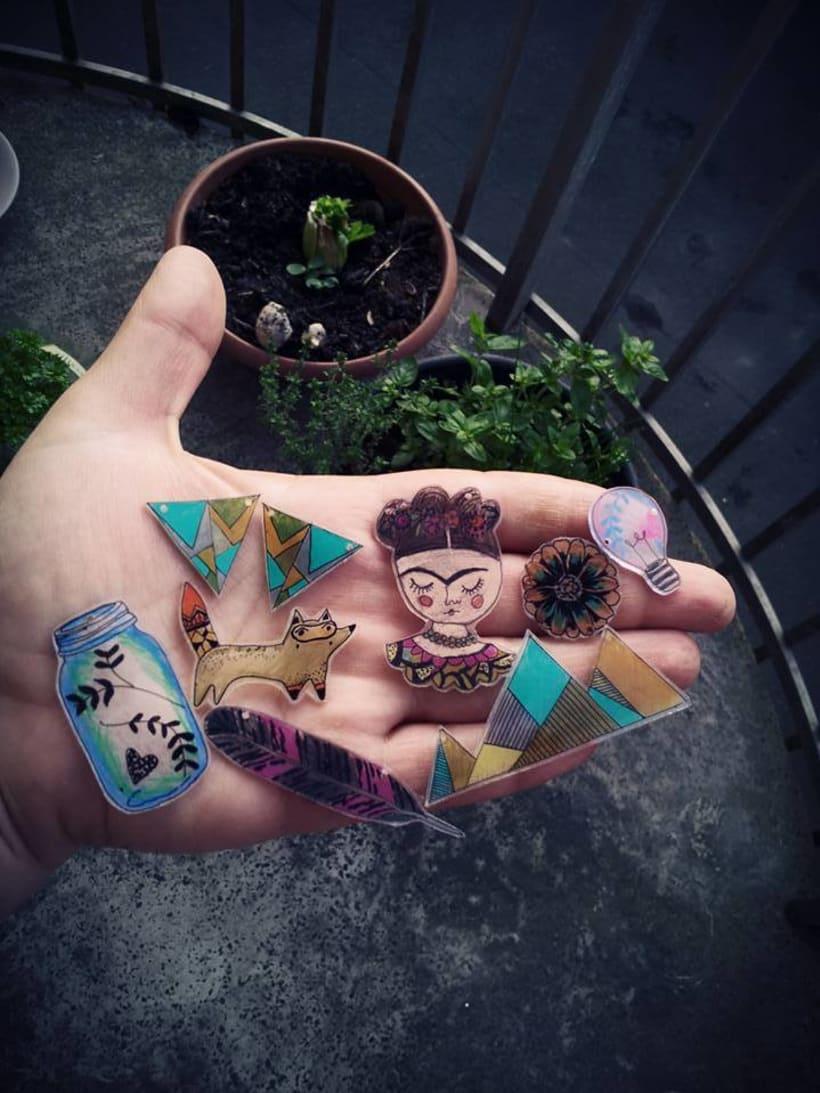 Joyeria Artesanal en plastico hecha a partir de mis Ilustraciones Originales.  0