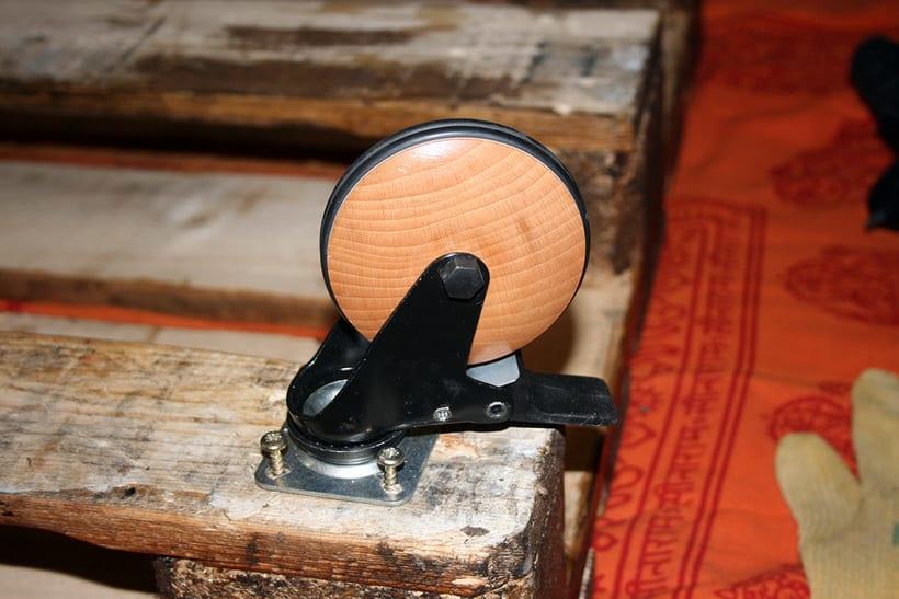 Mesa artesanal creada a partir de un palet 2