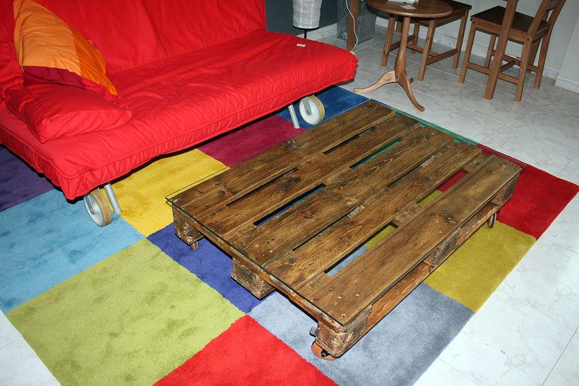 Mesa artesanal creada a partir de un palet 5
