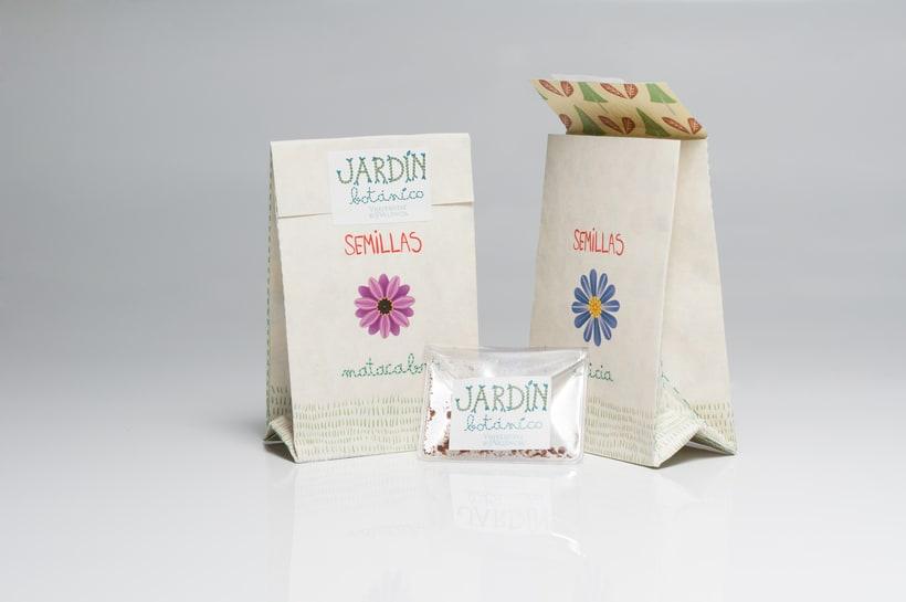 """Prototipo pack didáctico """"Jardín Botánico Valencia"""", colaboración con Mariana Marlo: packaging, tipografías y logotipo. Fotografías: Luis Chiarri 3"""