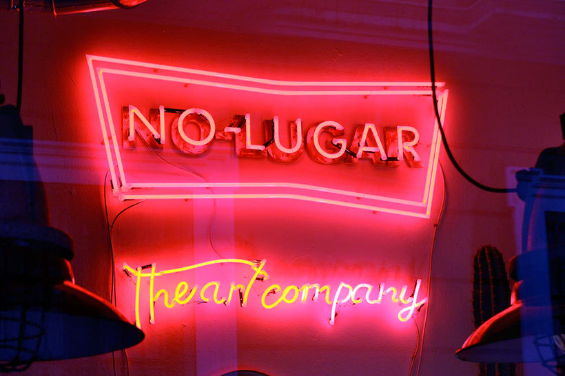 No-lugar The Art Company.  1