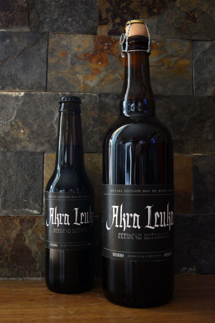 Akra Leuka - Cerveza Artesana - Proyecto del curso de caligrafía gótica de Oriol Miró 5