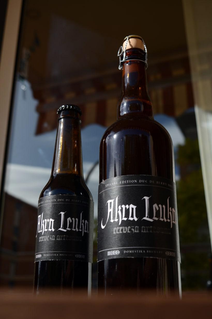 Akra Leuka - Cerveza Artesana - Proyecto del curso de caligrafía gótica de Oriol Miró 4