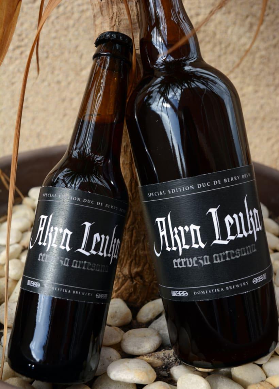 Akra Leuka - Cerveza Artesana - Proyecto del curso de caligrafía gótica de Oriol Miró 1